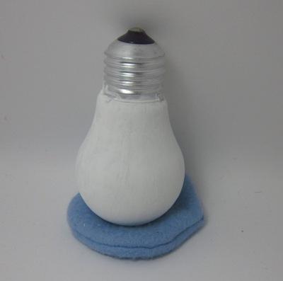 Поделка: снеговик из лампы