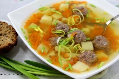 Суп с фрикадельками и кускусом в мультиварке