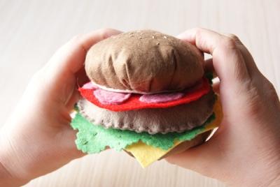 Шьем гамбургер из фетра