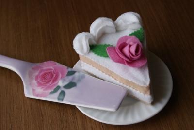 Кусок торта из фетра